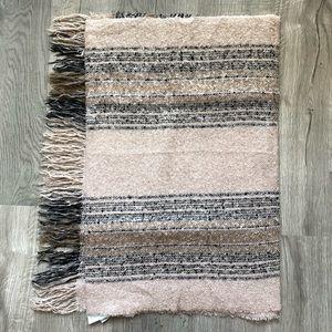 LOFT Accessories - LOFT Blanket Scarf